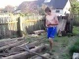 Régis casse du bois