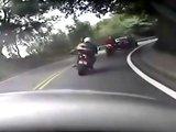 Accident entre une voiture et une moto