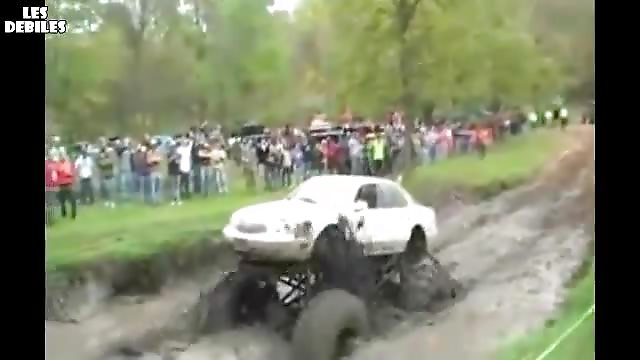 Monster truck explose son moteur