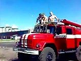 Pompier owned avec un canon à eau