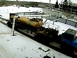 Camion défonce un tuyau de gaz