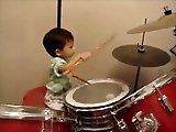 Enfant de un an joueur de batterie