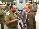 Militaire vs manifestant