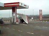 Pilote russe fait le plein d'essence