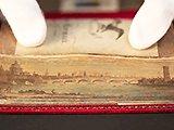 Peinture cachée sur la gouttière d'un livre