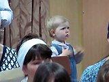 Une fillette s'improvise chef d'orchestre