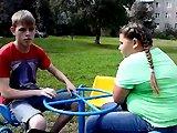 Fille russe obèse fail sur un tourniquet