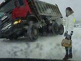 Un camionneur russe qui est troublé par une…