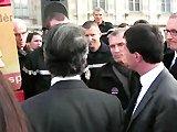 Manuel Valls se dispute avec un pompier