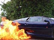 Une Jaguar XJ220 réalise un burnout…