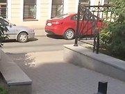 Un russe va chercher son fils à l'école