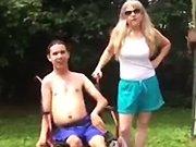 Ice Bucket Challenge avec un homme handicapé