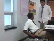 Un élève frappe son professeur