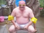 Un papa foire son Ice Bucket Challenge