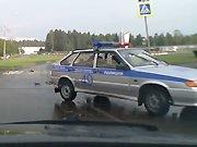 L'arrivée fracassante de la police russe