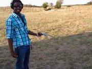 Il tire pour la première fois avec un Magnum