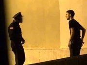 Vendre de la cocaïne à un policier