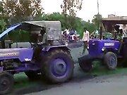 Régis dépanne le tracteur de son pote