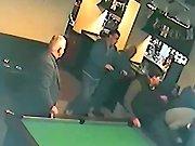 Une grosse bagarre dans un bar