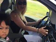 Un road rage avec une mère au foyer