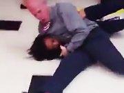 Prof de judo VS Fille énervée