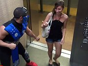 Mortal Kombat dans un ascenseur