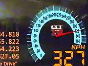 Le pneu d'une Nissan GT-R explose à 327 km/h