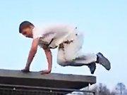 L'entrainement d'un russe au parkour