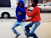 Des jeunes dansent sur du Yodel