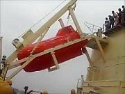 Un bateau de secours réalise son premier frontflip