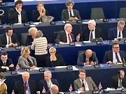 Un député vomit durant le parlement européen