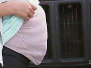 Une fillette fait croire qu'elle est enceinte