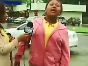 Elle se pisse dessus en pleine interview