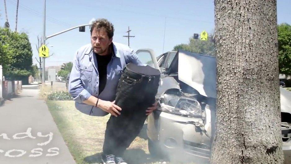 Un homme coup en deux apr s un accident de voiture - Couper une video en deux ...