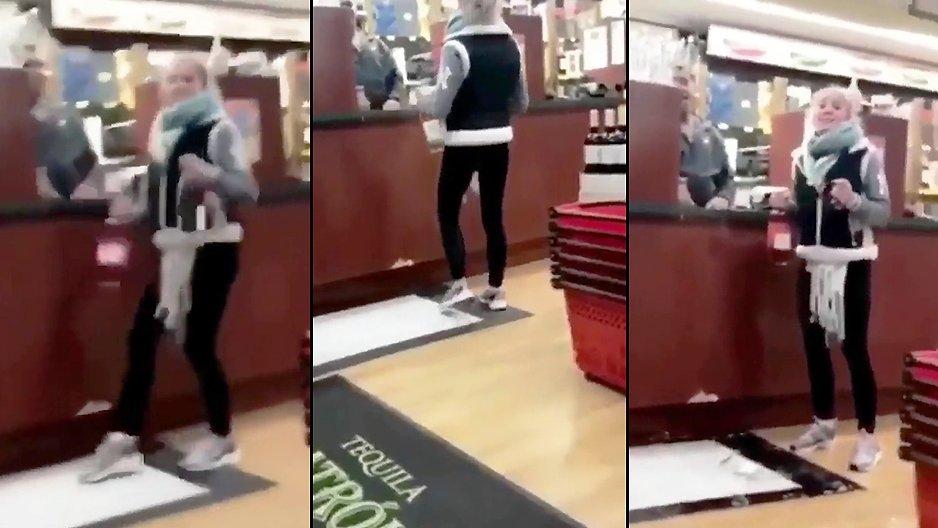 Une blonde qui danse avec deux bouteilles de vins