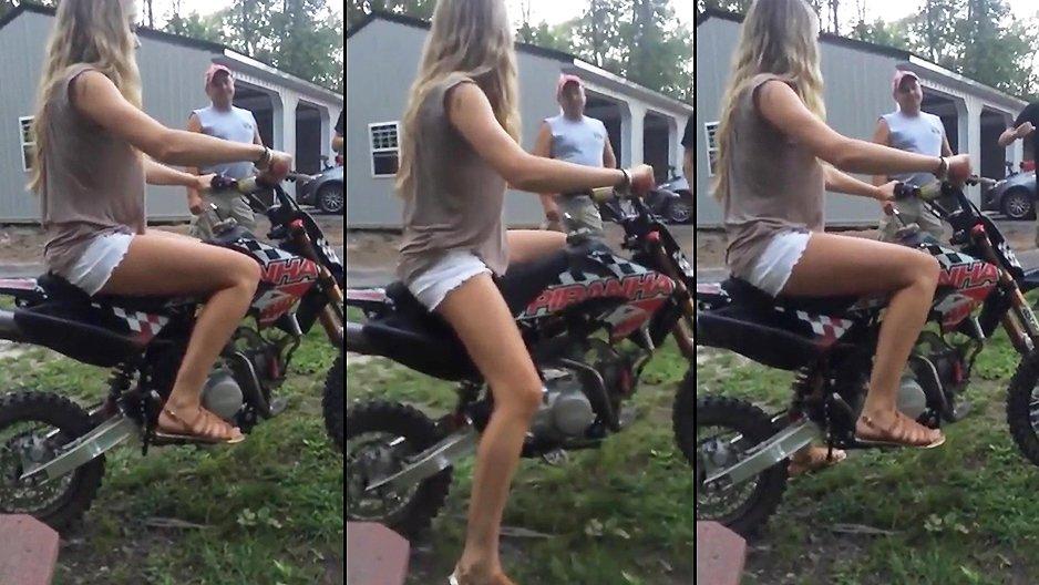 Elle monte pour la première fois sur une moto