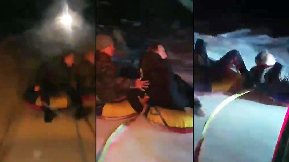 Deux russes sur une bouée gonflable
