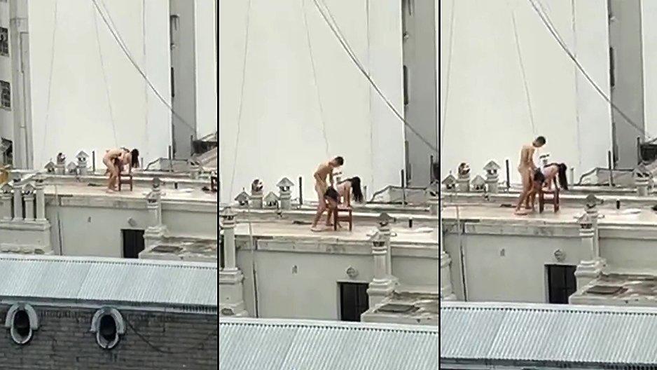Un couple qui baise sur le toit d'un immeuble