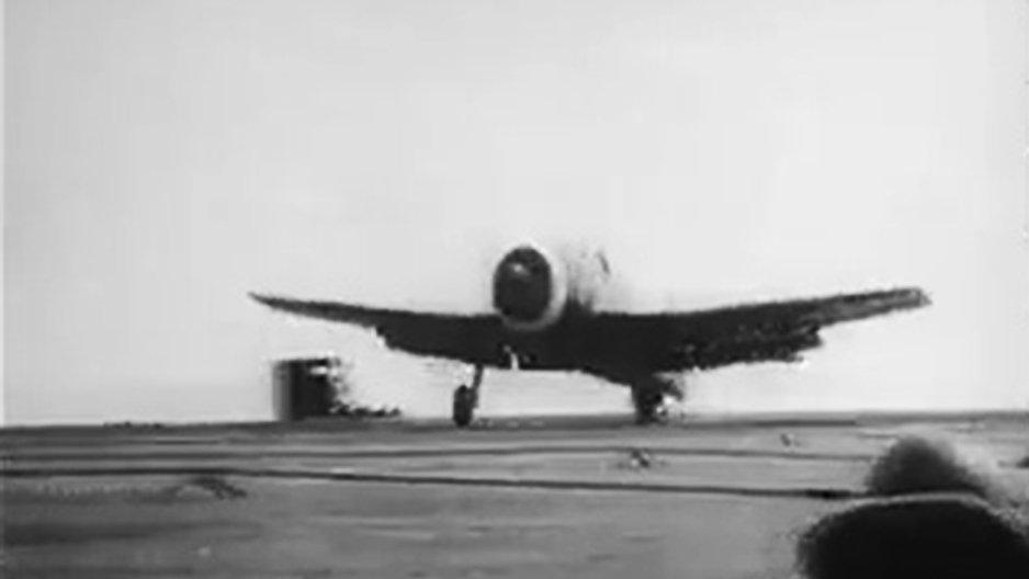 Un avion dépose un colis inattendu
