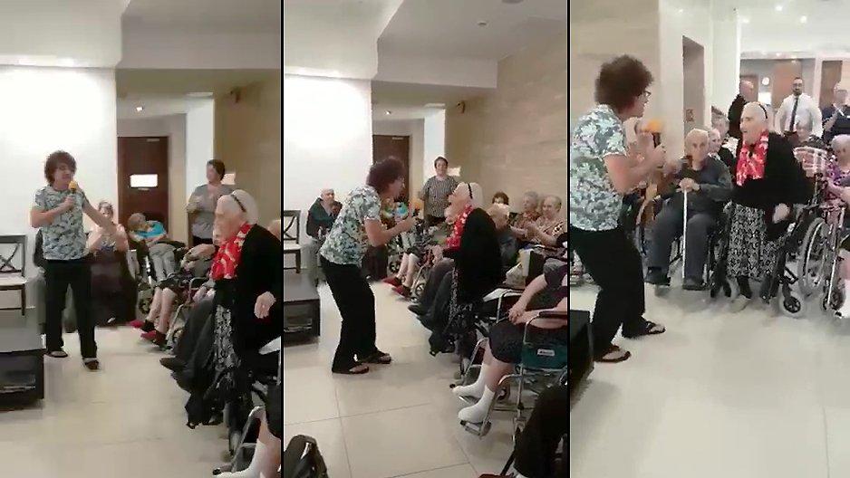 Une mamie qui essaye de séduire le chanteur