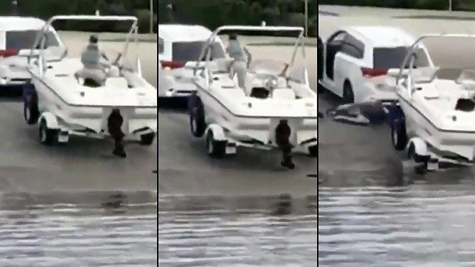 Un homme met son bateau à l'eau