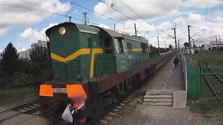 Un russe bourré se fait percuter par un train