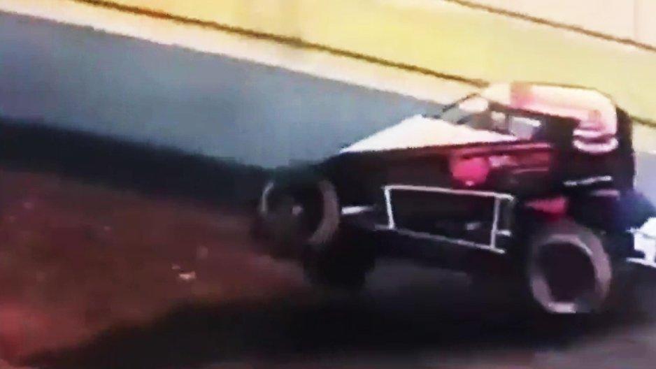Sauvetage insolite durant une course de voitures