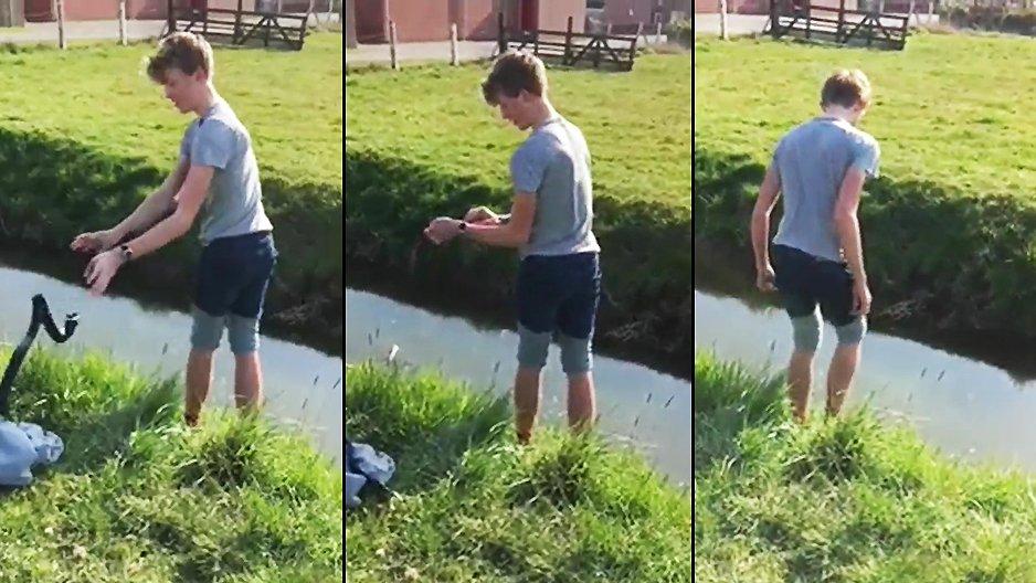 Il essaye de traverser une rivière en sautant