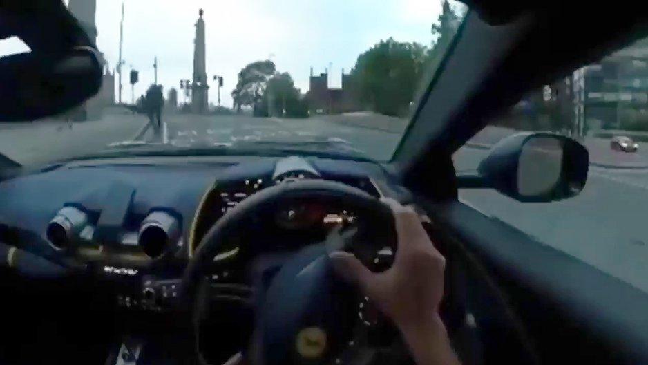 Première fois avec une Ferrari dans les mains