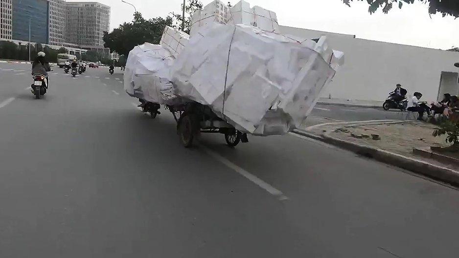 Un livreur en scooter